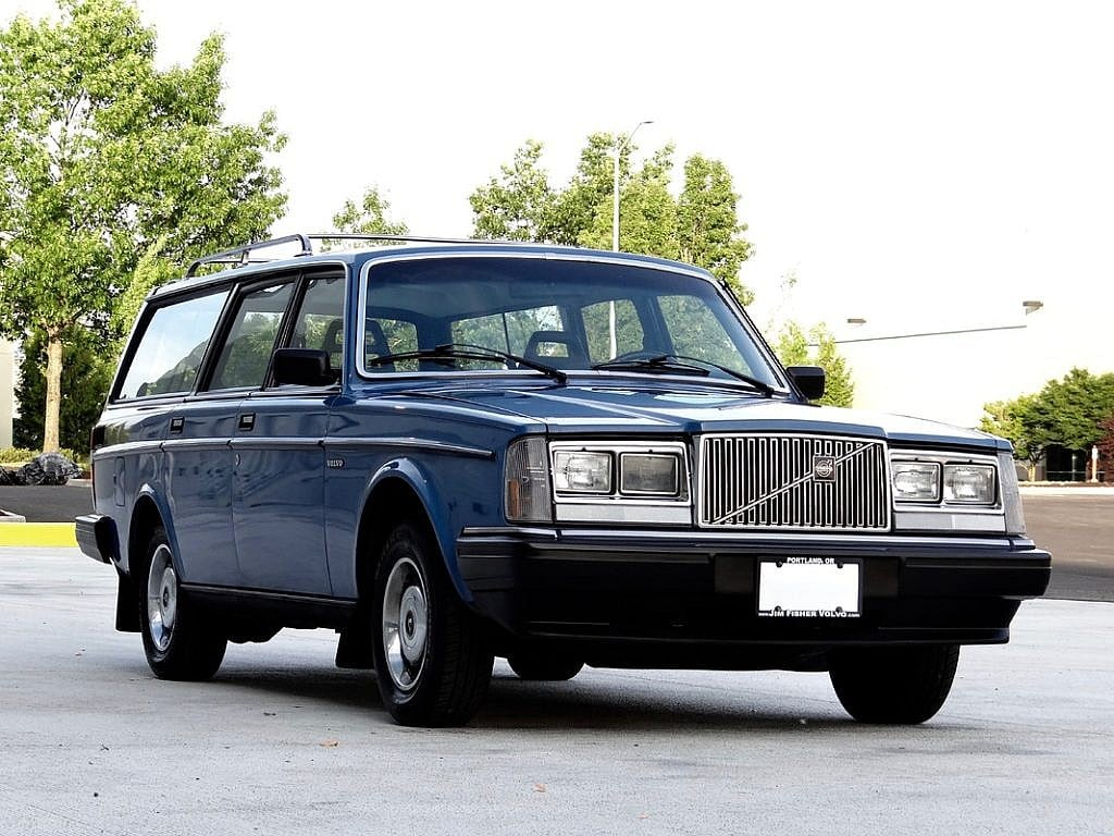 the volvo 240 a cult and personality second daily classics. Black Bedroom Furniture Sets. Home Design Ideas