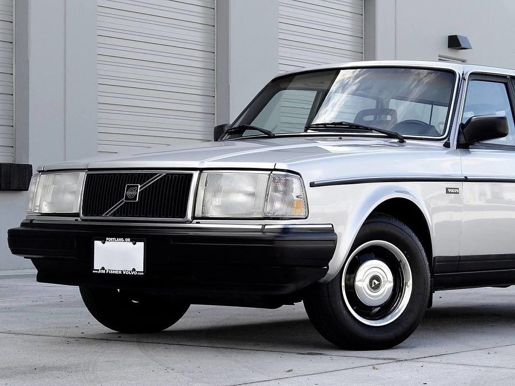 1987 Volvo 240 DL | For Sale | Second Daily Clics