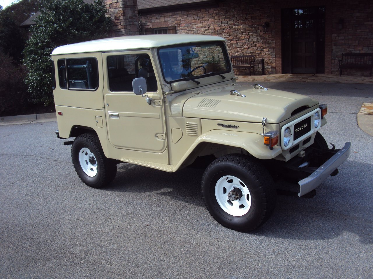1982 Toyota Land Cruiser FJ40 – full frame-off restoration